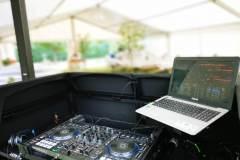 DJ Desk mit Controller